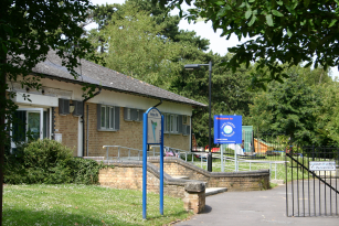 The front of the Lake Street Playgroup building